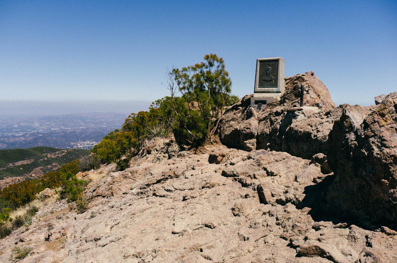The marker atop Mt. Allen - Let's Photo Trip