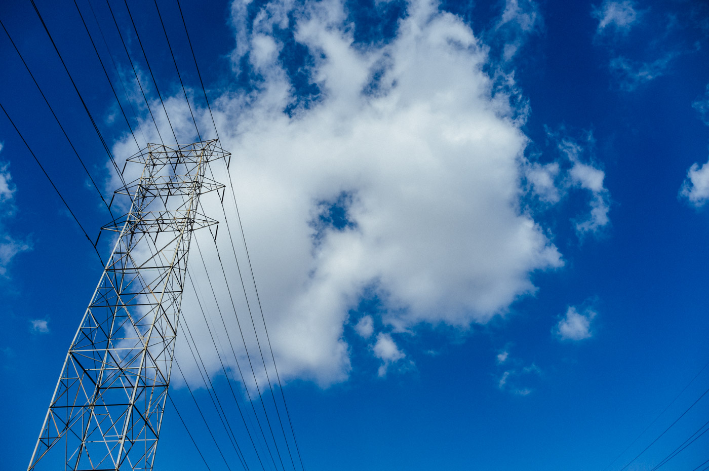 A cloud stuck in the power lines - Let's Photo Trip L.A. River
