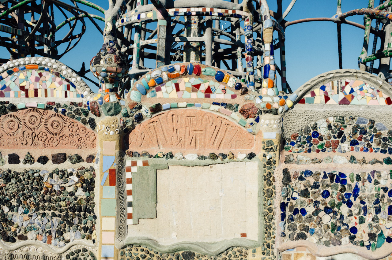 Detail of the walls surrounding Watts Towers - Let's Photo Trip Watts Towers