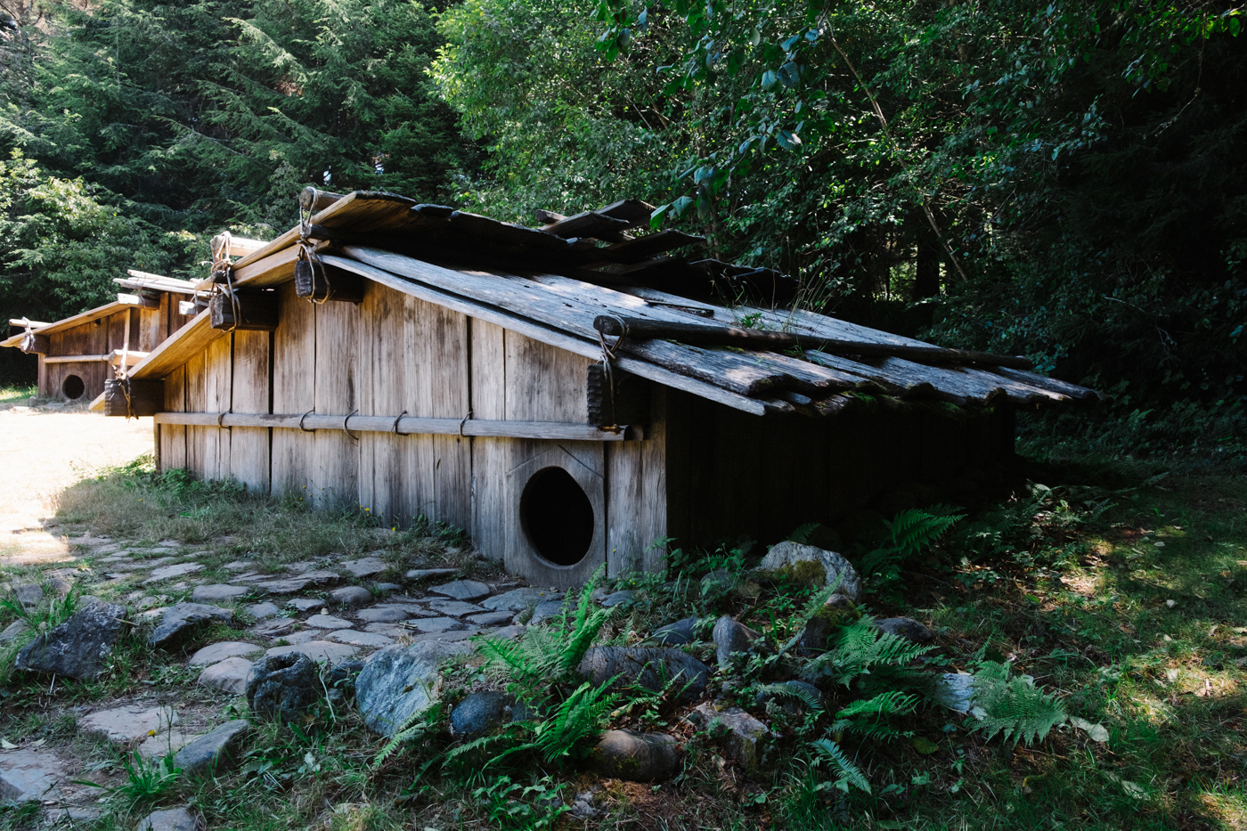 Traditional Yurok family home - Let's Photo Trip Patrick's Point